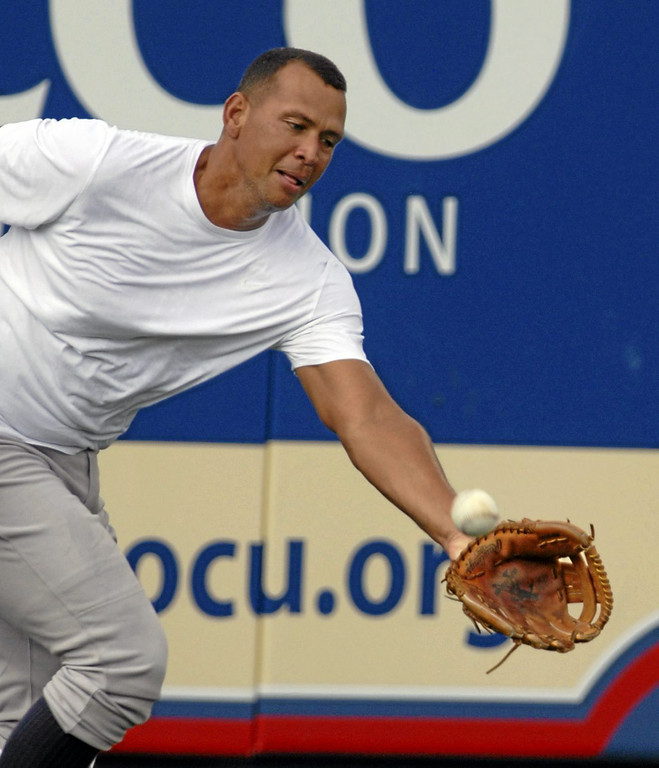 Description of . New York Yankees third baseman Alex Rodriguez works out before the Class AA baseball game with the Trenton Thunder against the Reading Phillies M,onday, July 15, 2013, in Reading, Pa. Rodriguez  is doing a rehab assignment with the Thunder recuperating from hip surgery. (AP Photo/Bradley C Bower)